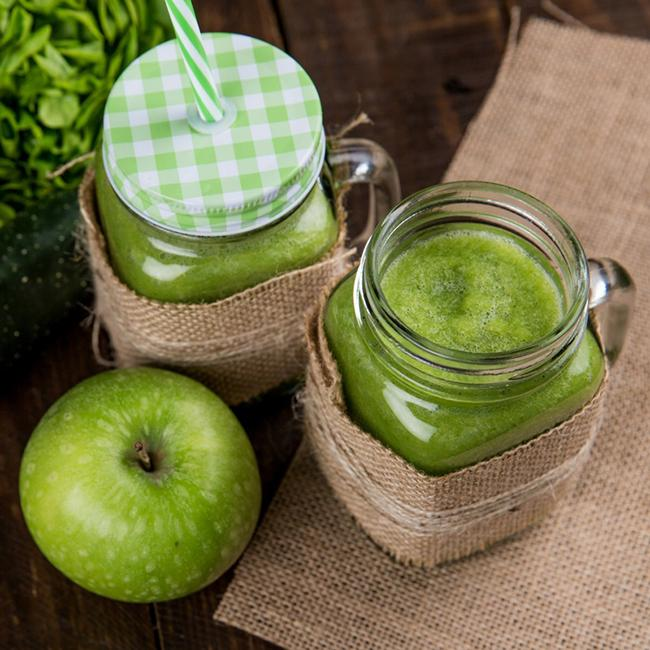 Drinking apple juice before going to bed helps reduce belly fat