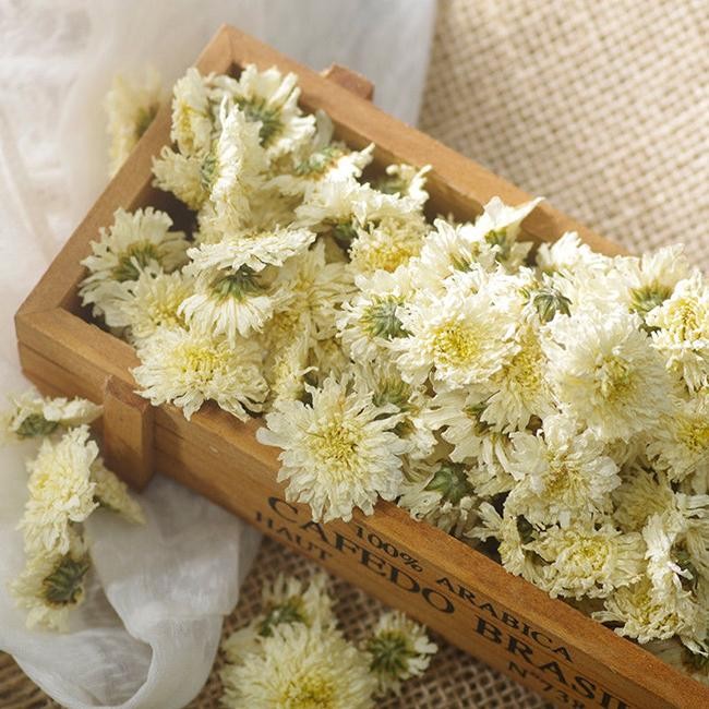 Chamomile tea - evening drinking water helps with weight loss