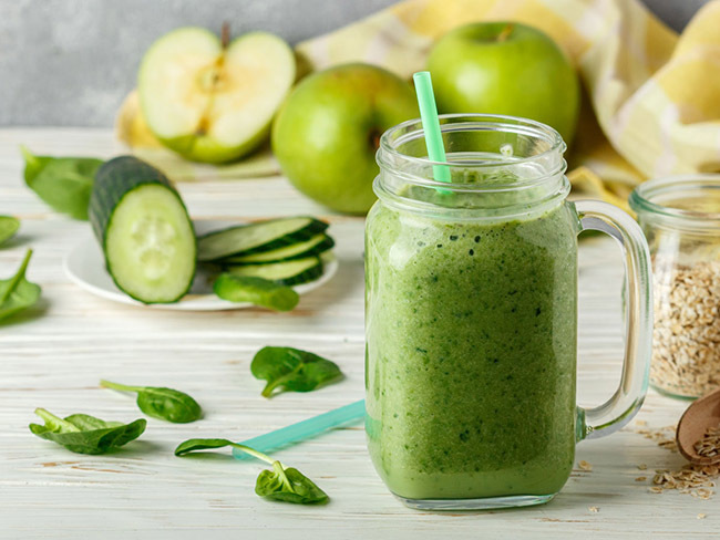 Cucumber smoothie for weight loss combined with lemon