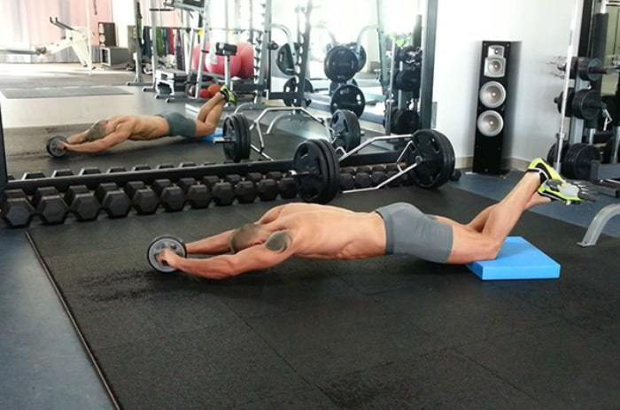 How to reduce belly fat for men by using rollers to practice reducing belly fat