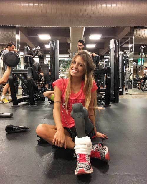 look paola a girl with only 1 foot still practicing every day bellyfatzone com 4