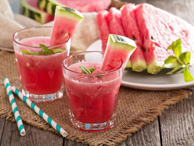 Watermelon smoothie for weight loss, giving you youthful skin