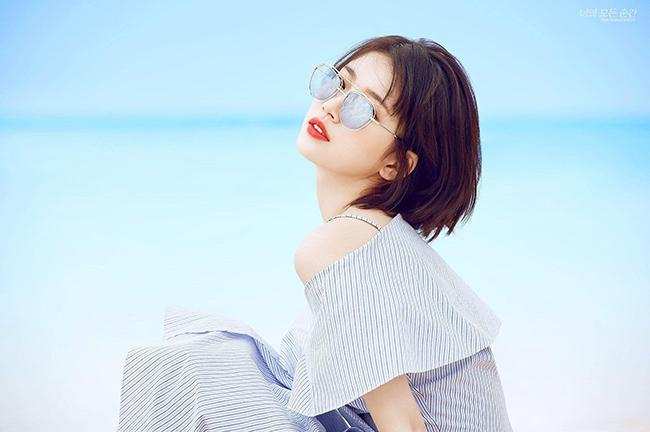 Suzy drinks lots of water to reduce face fat
