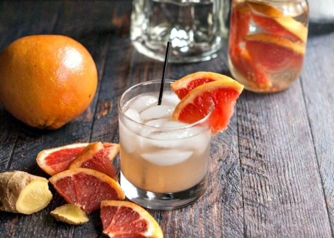 Grapefruit and ginger juice combination helps burn fat quickly.