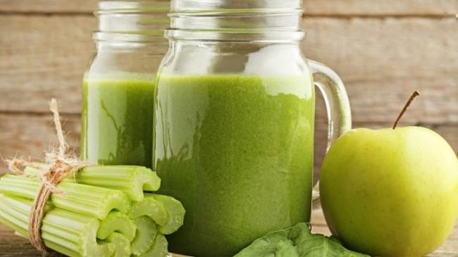 Lose weight with celery and apple juice