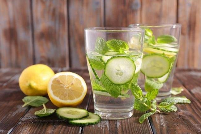 Detox lose weight by drinking water and lemon cucumber.