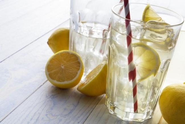 Diluted lemon juice - drink to lose weight, lose belly fat is simple but effective.