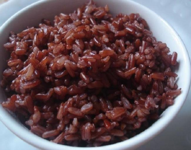 1 cup of brown rice contains 150-200 calories range.