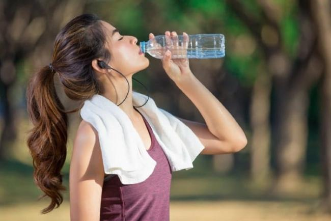 Learn how to drink water while running