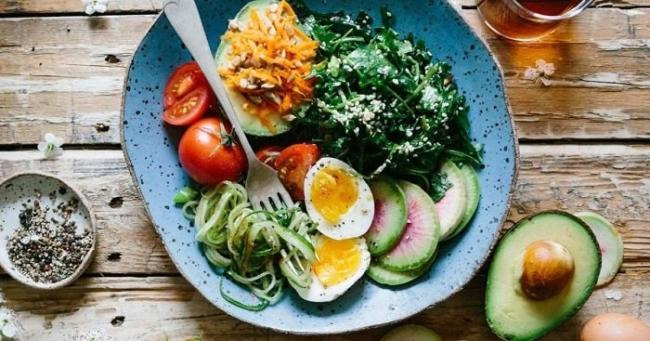 Weight loss menu from delicious butter and boiled eggs.
