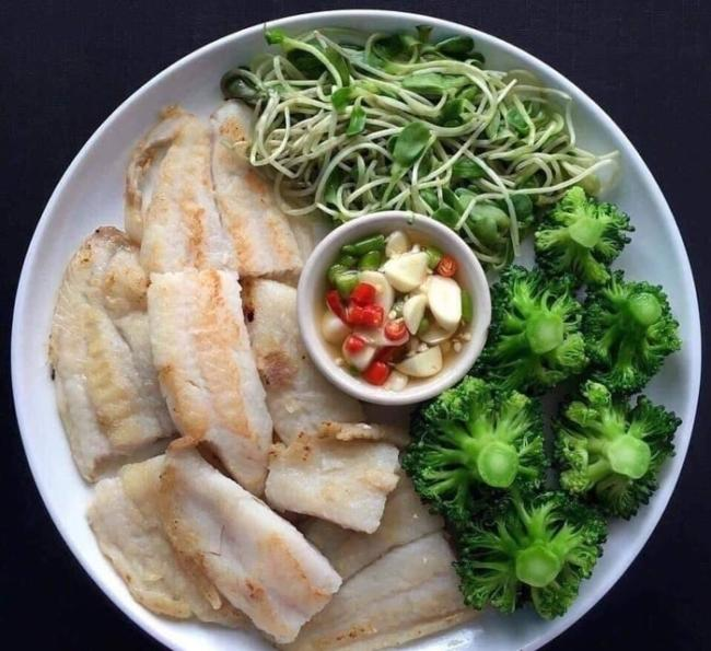 Sprouts and fish fillets.