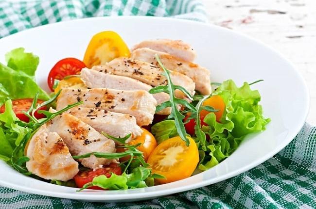 Chicken breast salad, tomato, lettuce.