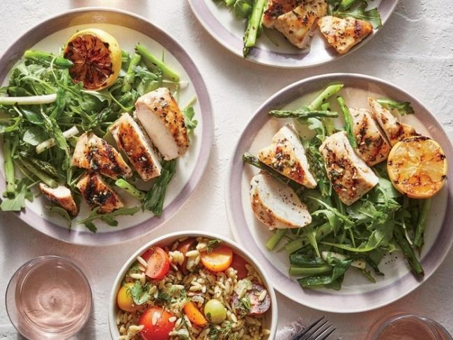Lunch is both delicious and effective for weight loss with salads and high-protein foods.