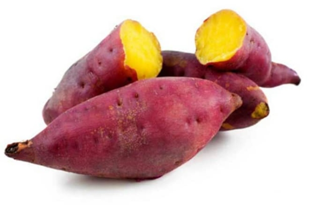 Eating boiled red sweet potato with yellow flesh effectively loses weight.