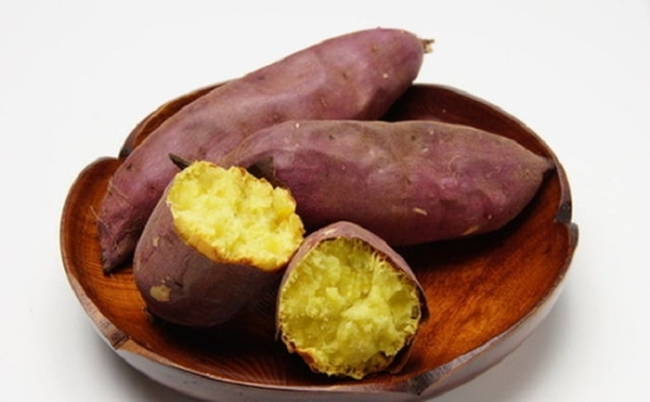 Sweet potatoes are low in starch and high in fiber, which helps in weight loss.
