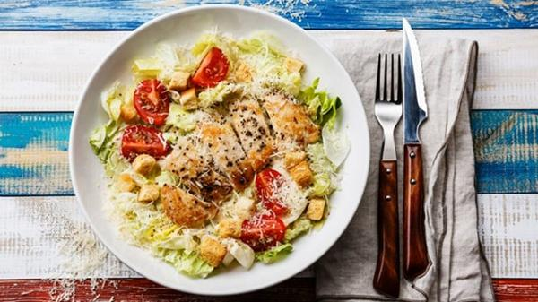Chicken breast salad is familiar in the diet for many people.