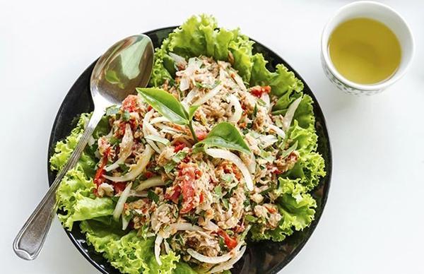 Oatmeal and onion salad, tomato.