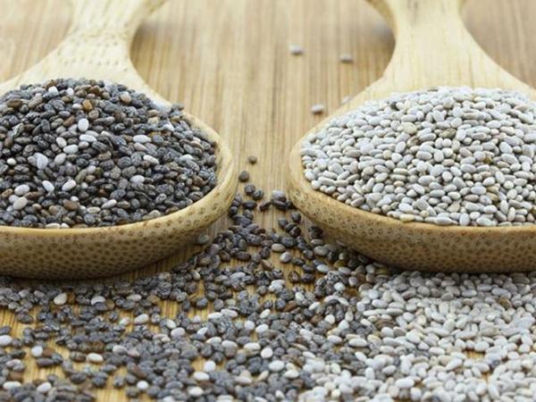 White chia seeds and black chia seeds