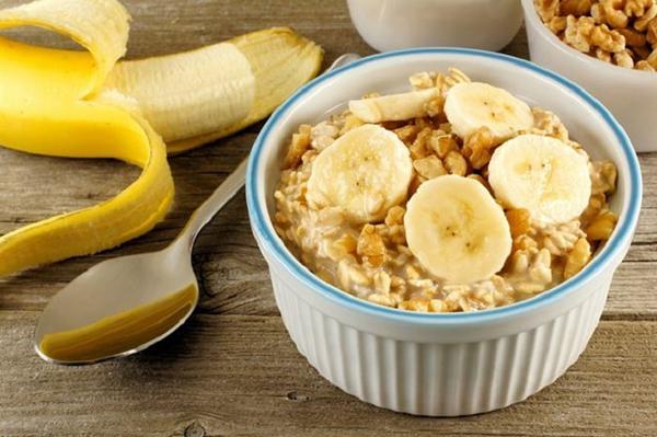 Oatmeal and ripe bananas.