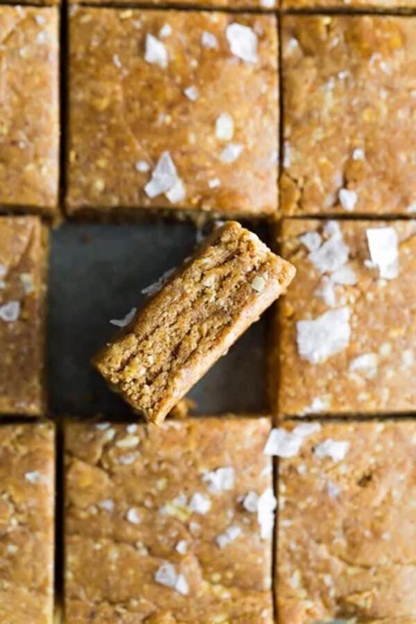 Cinnamon Protein Cake