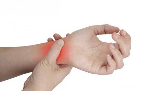 Injury of the wrist joint during weight training