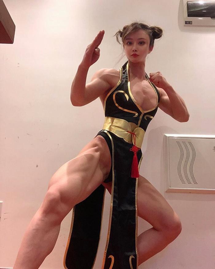 Yuan Herongwith cosplay photo