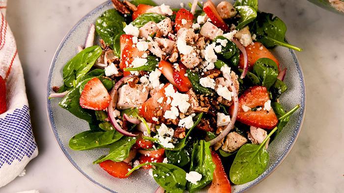 Spinach salad + tuna + flax seeds